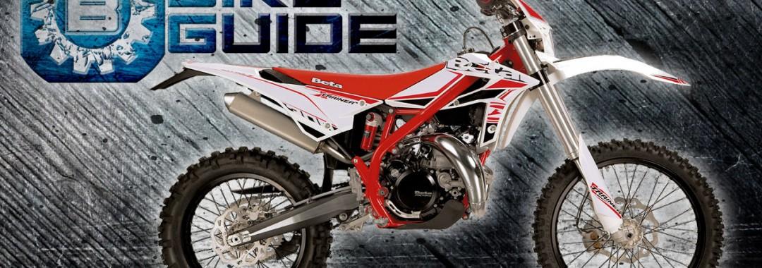 Beta Xtrainer 300 Technik-Check Mit einem Listenpreis von ca. 6500€ ist die Beta Xtrainer 300 (Crosstrainer) eine absolute Kampfansage an den Enduro Giganten und derzeitigen Marktführer KTM. Angepriesen wurde sie als die KTM – Freeride – Alternative und bereichert zu dem die Produktpalette des renomierten Enduro- und Trailmotorrad Herstellers Beta um ein komplett eigenes Segment. Eingeführt im Sommer 2015 soll diese Enduro nicht nur Einsteigern und ambitionierte Hobby-Enduristen, sondern auch diejenigen begeistern, die Ihren Lieblingssport auf ein komplett neues Level bringen wollen. Die Erwartungen vor allem seitens der eigeschworenen Hard-Enduro Gemeinde sind hoch, da will ich nicht zu weit ausholen und komme gleich zum wesentlichen…..